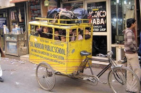 اتوبوس مدرسه در کشور دارای بمب اتم (پاکستان)